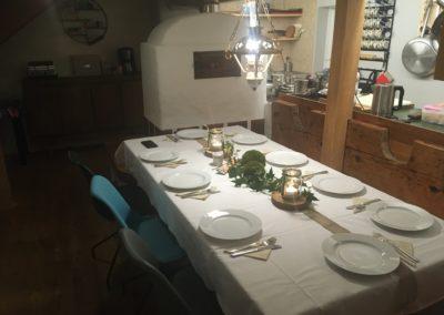 Küche (Tisch festlich gedeckt)